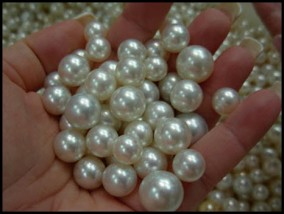 pearls-in-hand